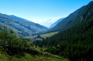 Kapitel 7: Rückblick auf Chianale mit Aussicht auf die Seealpen beim Aufstieg ins Valle Antolina